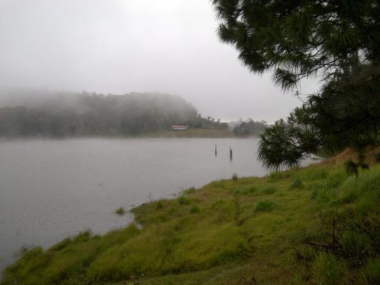 La Esperanza, הונדורס: Neblina en el lago.