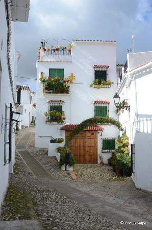 Zuheros: Милые цветочные улицы