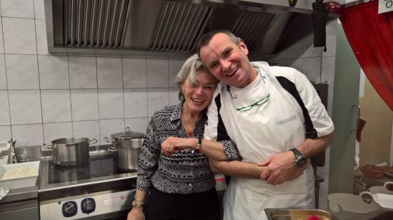Belalp, Suiza: Gastgeberin mit Koch