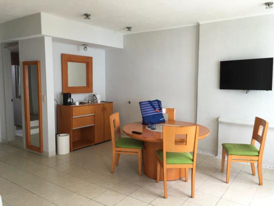 Camino Real Manzanillo: Table & chairs