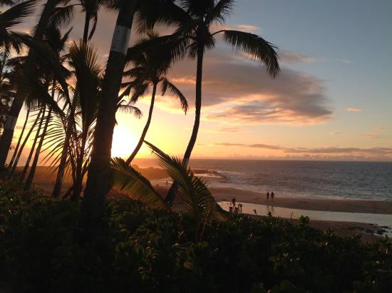 Ke Iki Beach Bungalows: Sunsets that are spectacular most everynight.