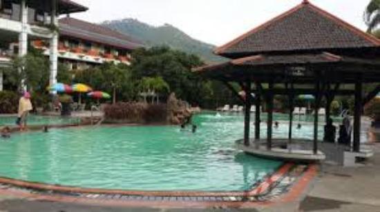 kolam renang luas dekat dengan restoran dan taman bermain rh tripadvisor co uk