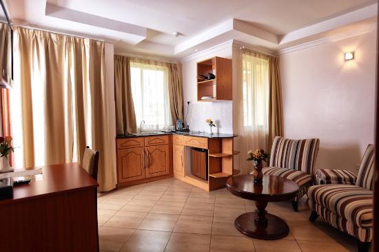 Longview Suites: Rooms
