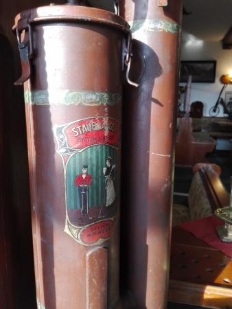 Parkhotel-Schwarzenberg: Urige Geschichtsdetails schmücken Restaurant und Zugänge