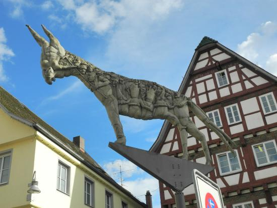 Biberach (Riss), Alemania: The shadow of the Donkey. Zoom In!!!