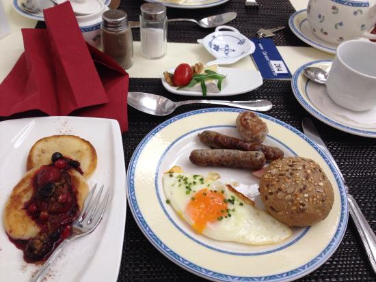 Cerano Hotel Koln City : Really fancy big hotel breakfast condensed to a cute size, but still all you can eat