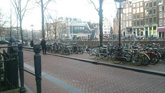 Flower Market Hotel: Amsterdam Waterfront Hotel