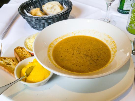 Restaurant Pastis: Fischsuppe « Marseille » mit Croûtons, Rouille und geriebenem Käse für 7 €