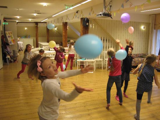 Kids playing in the children´s studio of Tartu Toy Museum.