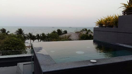 private outdoor jacuzzi overlooking the beach picture of rest rh tripadvisor com
