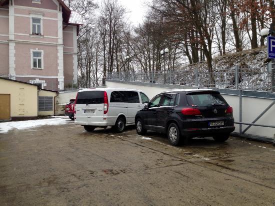Hotel Continental: Bewachter und gesicherter Parkplatz (gegen Aufpreis von € 8,00)
