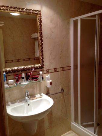 Hotel Continental: Bad mit Spiegel