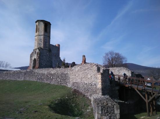 Kisnána Var
