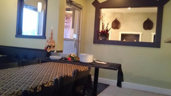 Nakhon Thai Express: Dinning room setting