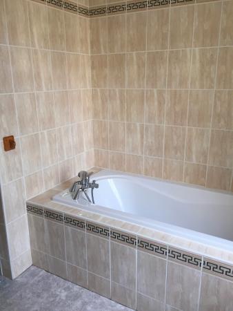 Deco Vieillotte Mais Baignoire Confortable Picture Of Hotel De La
