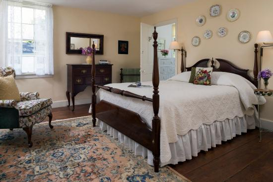 ‪‪Staveleigh House Bed and Breakfast‬: Bright and sunny room 1‬