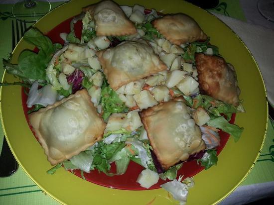 La Chauviniere: Entree salade paysanne aux tourtons
