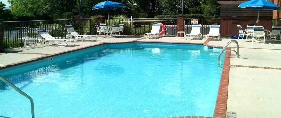 Comfort Inn Blacksburg: Seasonal heated pool