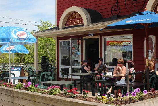 High Wheeler Cafe : The High Wheeler in Baddeck.
