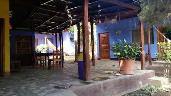 Hotel Hamacas: View of the rooms from Common Area