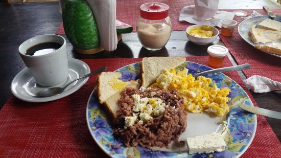 Hotel Hamacas: Free Breakfast!
