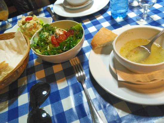 Pollos y Croquetas: Chicken Broth soup with bread