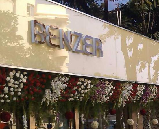 Benzer Departmental Store