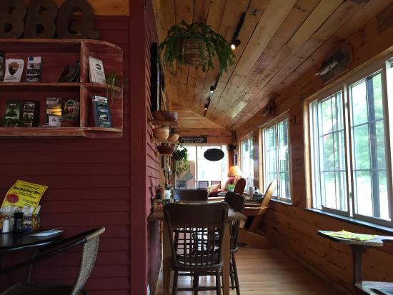Spring Creek Bar-B-Q : The converted porch, quaint seating.