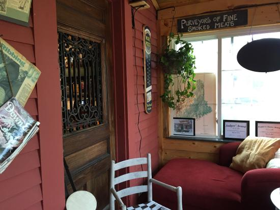 Spring Creek Bar-B-Q : Quiet corner