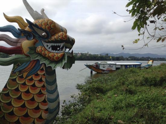 Binh Minh Sunrise Hotel : Perfume River Tour on Dragon Boat