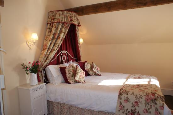 Church Farm Cottage - main bedroom