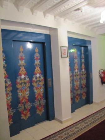 Moroccan House Hotel Casablanca: Двери лифтов