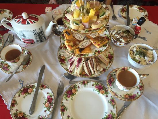 Wilton Manors, Flórida: A variety of homemade tea sandwiches, plus mini quiche, cheese, crackers, potato salad, cole sla