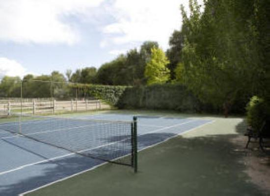 Rancho Nambe: Tennis Court