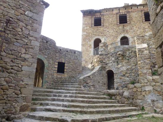 Requesens Castle
