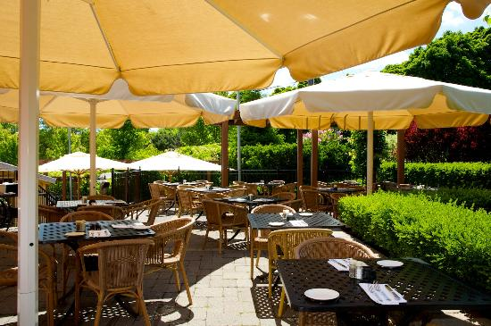 Miller Tavern: Our beautiful Patio