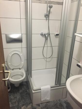 Hotel Taubengrund: Affreux On n'a pas accepté de dormir là En 20 ans de voyage c'est la première fois que je quitte