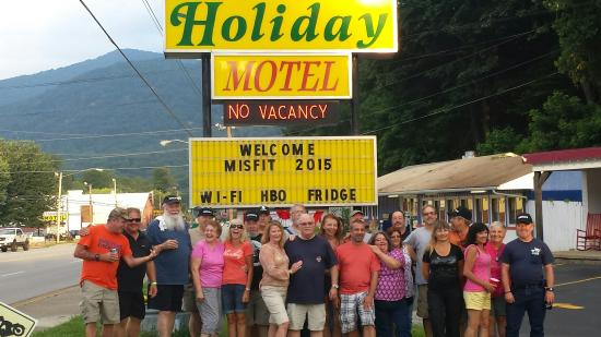 A Holiday Motel: 20150725_195000_large.jpg