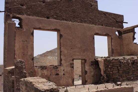 Dar el Khamlia: Merzouga Desert ruin www.matthewlees.com
