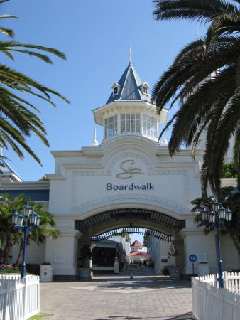 Beachwalk Bed and Breakfast: Boardwalk fast nebenan