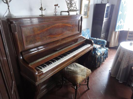 Casa-Museo de Manuel de Falla: El piano de Manuel de Falla