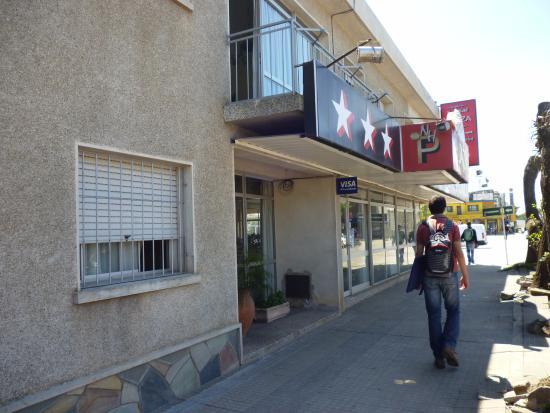 Nuevo Hotel Plaza: Vista exterior del Hotel desde la calle.