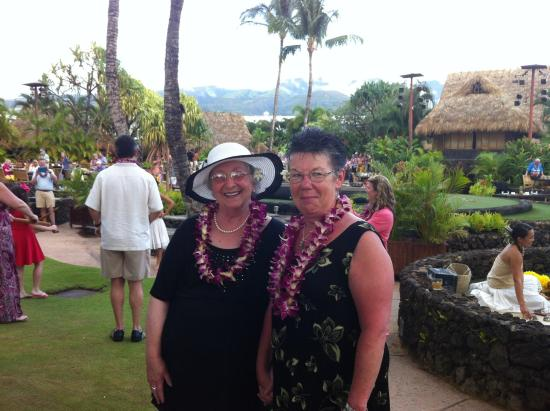Sunny Maui Condos: My good friend and I at the luau!