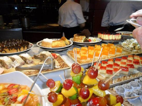 Mesa dulce picture of gourmet porteno buenos aires for Mesa de dulces para 15