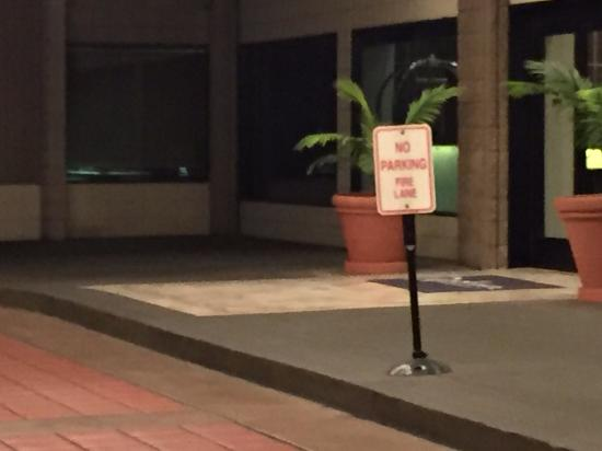 "Radisson Hotel Whittier: ""No Parking. Fire Lane"" sign next to grey curb; Guests can't park here to check in?"