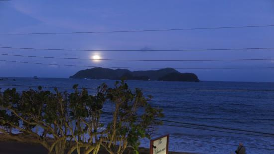 Extra Divers Tobago, Speyside : Early evening view from the resort...