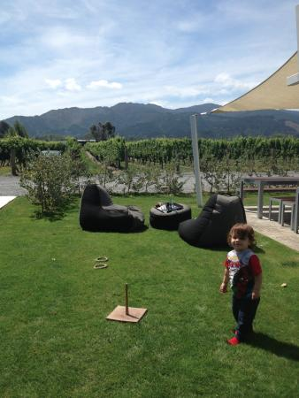 Renwick, Neuseeland: Ring toss, bean bag chairs, and some beautiful scenery - we're hooked