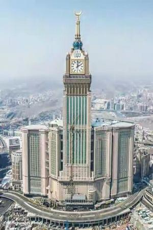 Makkah Clock Royal Tower, A Fairmont Hotel: Full view of clock tower Makkah