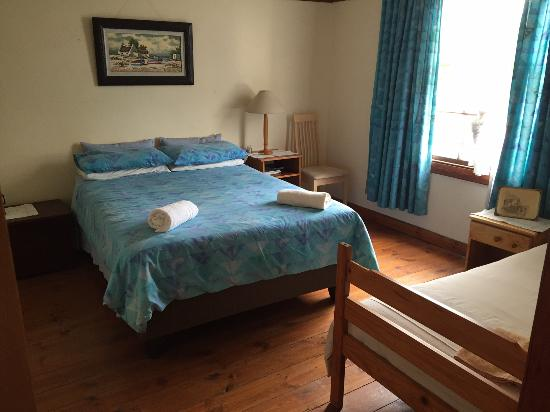 Huckleberry Inn: Mark Twain room with 1 double bed and 1 single bed