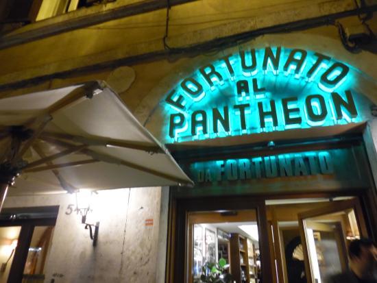 Esterno del locale picture of da fortunato al pantheon for Esterno pantheon